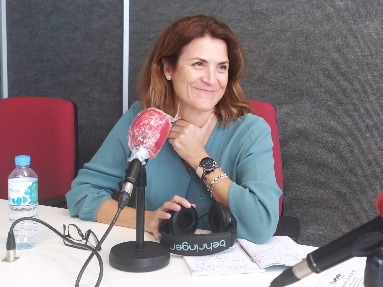 La psicóloga Paloma Carrasco, en los estudios de EsRadio Sevilla
