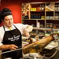 El cortador de jamón, en plena tarea | The food society