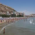 Turistas en la playa de Alicante | Archivo