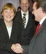 Ángela Merkel y Gerhard Schröder, candidatos a la Cancillería.