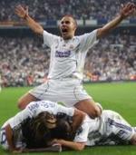 Cannavaro, festejando el título de Liga sobre varios compañeros.