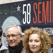 Jordi Cadena (c), junto a los actores Roser Camí e Igor Szpakowski | Efe