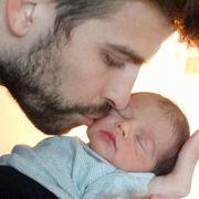 Piqué besa a su bebé, Milan | Twitter