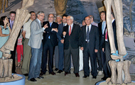 Un momento de la inauguración, con el vicepresidente de Aragón, José Ángel Biel | Dinópolis