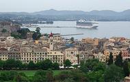 Un crucero atraca en una ciudad costera gruiega | Flickr/wfbakker2