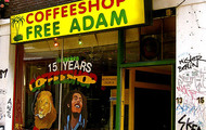 Una de las famosas tiendas en Ámsterdam | Flickr/samsyo