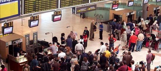 f22a5e508a7 Convocada una huelga indefinida en el Aeropuerto Adolfo Suárez ...