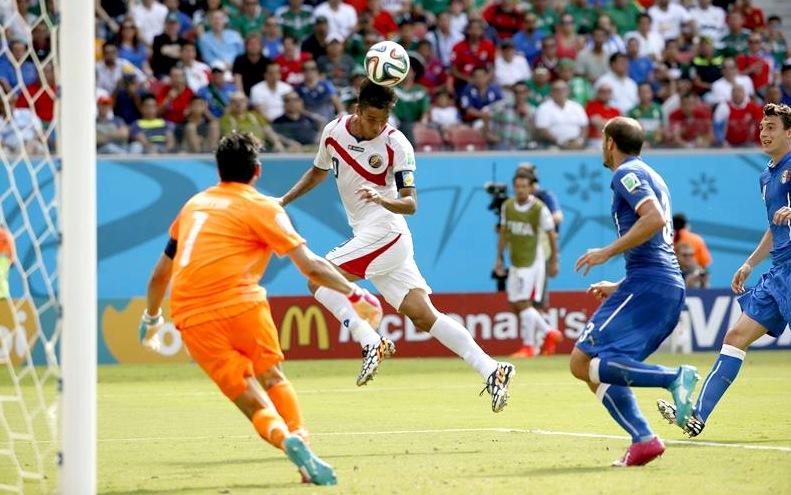 Bryan Ruiz mete a Costa Rica en octavos y echa a Inglaterra ...