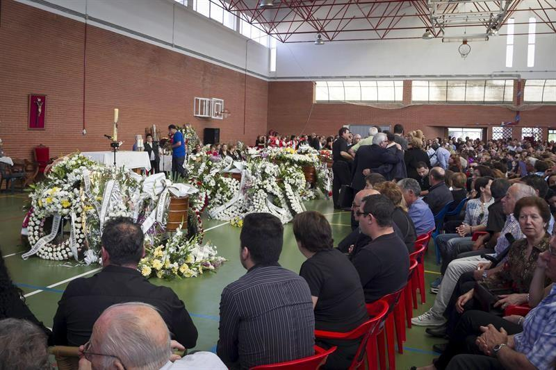 Monterrubio De La Serena Acoge El Funeral Por Los Cinco Ninos De