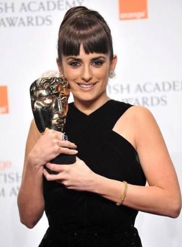 """Penélope Cruz gana el premio BAFTA por su papel en """"Vicky Cristina  Barcelona"""" - Chic"""