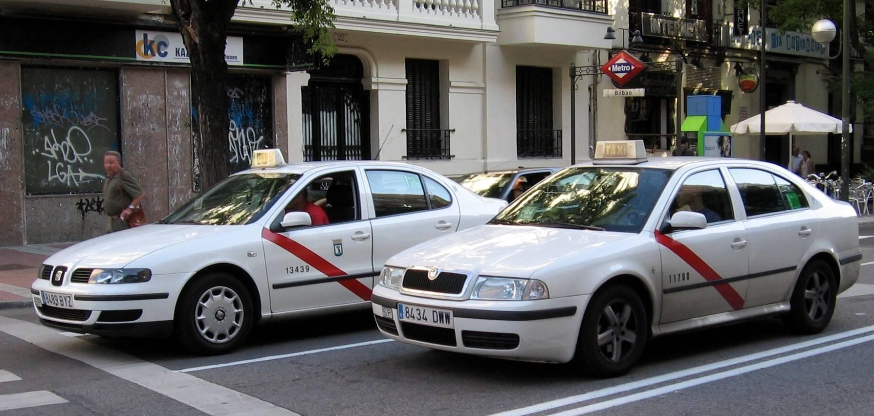 los taxistas provocan grandes atascos en las entradas a