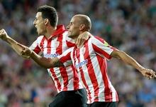 Mikel Rico (d) celebra con Aduriz su gol al Villarreal. | EFE