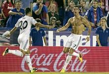 Cristiano Ronaldo celebra sin camiseta un gol ante el Levante. | Archivo