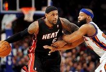 Davis defiende a Lebron James en su último partido con los Knicks   Cordon Press