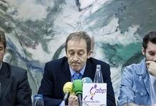 José Luis Llorente (c), presidente de la ABP, junto a Rudy Fernández (d) y Rafa Jofresa.   EFE/Archivo