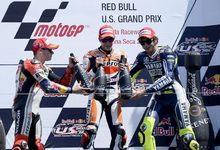 Marc Márquez (c), en el podio de Laguna Seca junto a Stefan Bradl (i) y Valentino Rossi. | EFE
