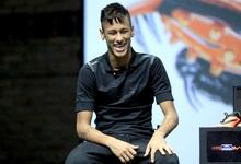 Neymar, durante la presentación de sus nuevas botas. | EFE