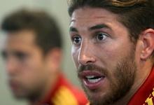 Sergio Ramos, en rueda de prensa junto a Jordi Alba.   EFE