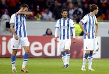 Los jugadores de la Real Sociedad, cabizbajos tras caer en Alemania. | EFE