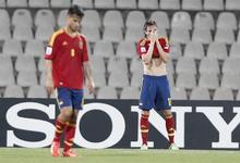 Saul y Suso lamentan la derrota ante Uruguay.   EFE