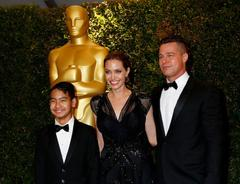 Angelina Jolie, Brad Pitt y su hijo Maddox en los Gobernors Awards | Cordon Press