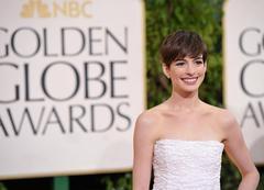 Anne Hathaway en los Globos de Oro | Efe