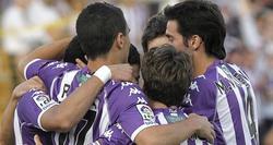 Los jugadores del Valladolid celebran el gol conseguido ante el Alcorcón.   EFE