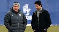 El presidente del PSG, Nasser Al Khelaifi, conversa con Carlo Ancelotti en un entrenamiento del equipo. | Archivo