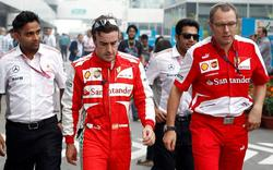 Fernando Alonso y Stefano Domenicali, durante el Gran Premio de India. | Cordon Press