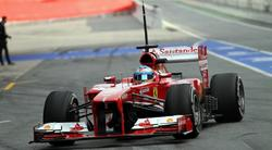 Fernando Alonso rueda con el F138 en el circuito de Montmeló. | Cordon Press