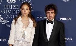 Fernando Alonso, con su novia en la gala de la FIA. | EFE