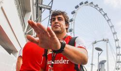 Fernando Alonso, en el circuito urbano Marina Bay. | EFE