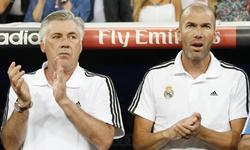 Zinedine Zidane (d), junto a Carlo Ancelotti. | Cordon Press