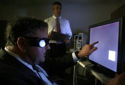 La prótesis Argus II ayuda a los enfermos de retinosis pigmentaria. | Corbis Images
