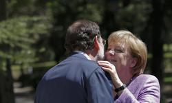 Merkel saluda a Rajoy en la recepción   Cordon Press