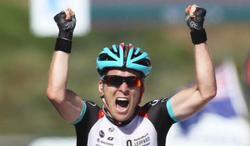 Jan Bakelants celebra su victoria en la meta de Ajaccio. | EFE