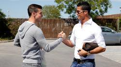 Cristiano Ronaldo saluda a Gareth Bale en Valdebebas. | Foto: realmadrid.com
