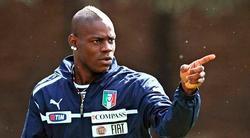 Mario Balotelli entrenando con Italia.   EFE
