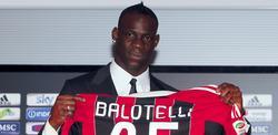 Mario Balotelli, en su presentación como jugador del Milan.   Cordon Press