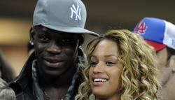 Mario Balotelli y su novia, Fanny Neguesha. | Archivo