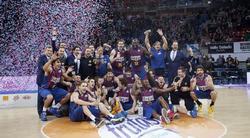 La plantilla del Barcelona Regal celebra el título de la Copa del Rey. | EFE