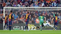 Navas despejó al lanzamiento de penalti de Villa. | EFE