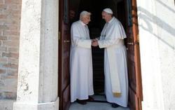 Los dos Papas en el Vaticano | Foto: Osservatore Romano