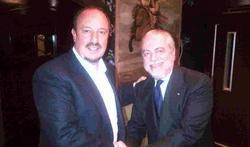 Rafa Benítez saluda al presidente del Nápoles, Aurelio De Laurentiis. | Foto: Twitter