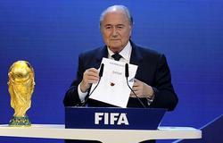 Blatter, imitando a Cristiano Ronaldo y el astro portugués