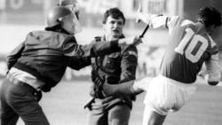 Momento de la histórica patada de  Boban a un policía serbio.