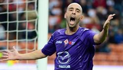 Borja Valero se lamenta durante un partido con la Fiorentina.