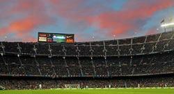 Vista del Camp Nou durante un partido de Liga contra el Granada. | Cordon Press/Archivo