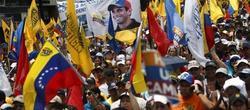 Decenas de miles acompañaron a Capriles. | EFE