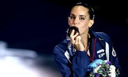 Ona Carbonell, con una de las medallas conseguidas en los Mundiales. | Cordon Press